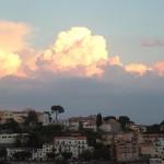 Ravello på Amalfikysten med aftenskyer