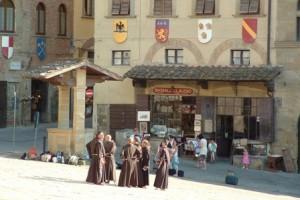 Munke på udflugt til Arezzo